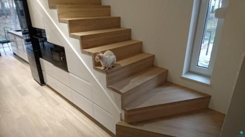 Schody-dywanowe-na-betonie