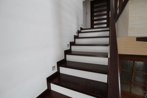 Schody-tradycyjne-na-betonie