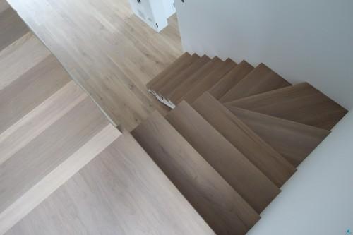 nowe-drewniane-schody-schodek