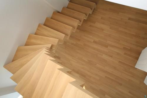 nowe-schody-z-drewna-schodek