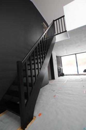 schodek-drewniane-schody
