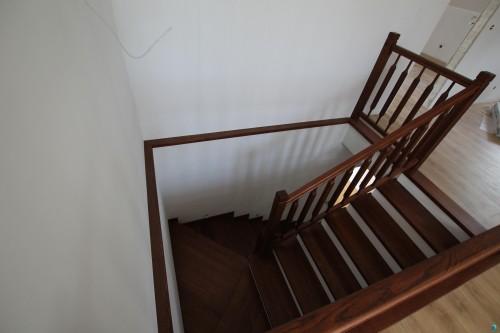 schodek-schody-drewniane