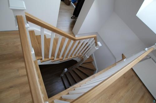 schodek-schody-z-drewna