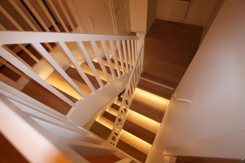 schodek-schody-z-porecza