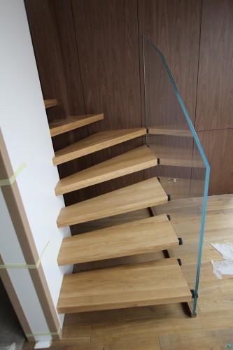 schody-zszkem-schodek